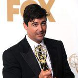 Kyle Chandler con su galardón en los premios Emmy 2011