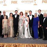 El reparto de 'Mad Men' con su galardón en los premios Emmy 2011