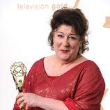 Margo Martindale con su estatuilla en los premios Emmy 2011