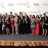 El equipo de 'The Daily Show' con su estatuilla en los premios Emmy 2011.