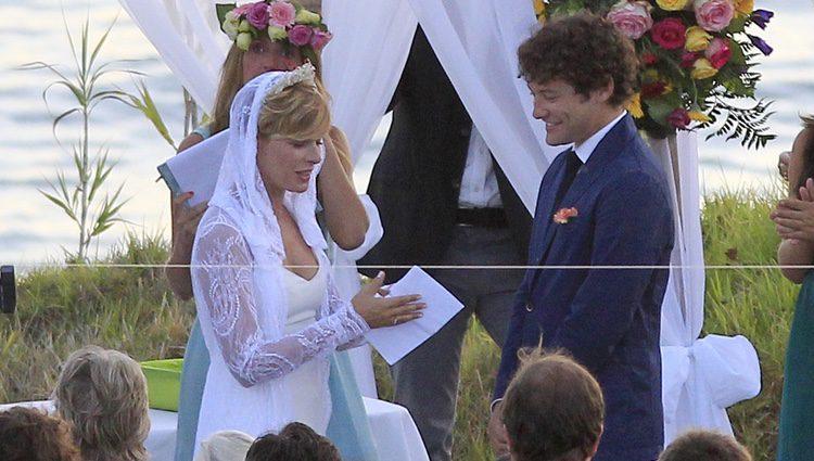 Tania Llasera y Gonzalo Villar el día de su boda en El Algarve