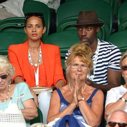 Alesha Dixon con su pareja Azuka Ononye en Wimbledon 2014