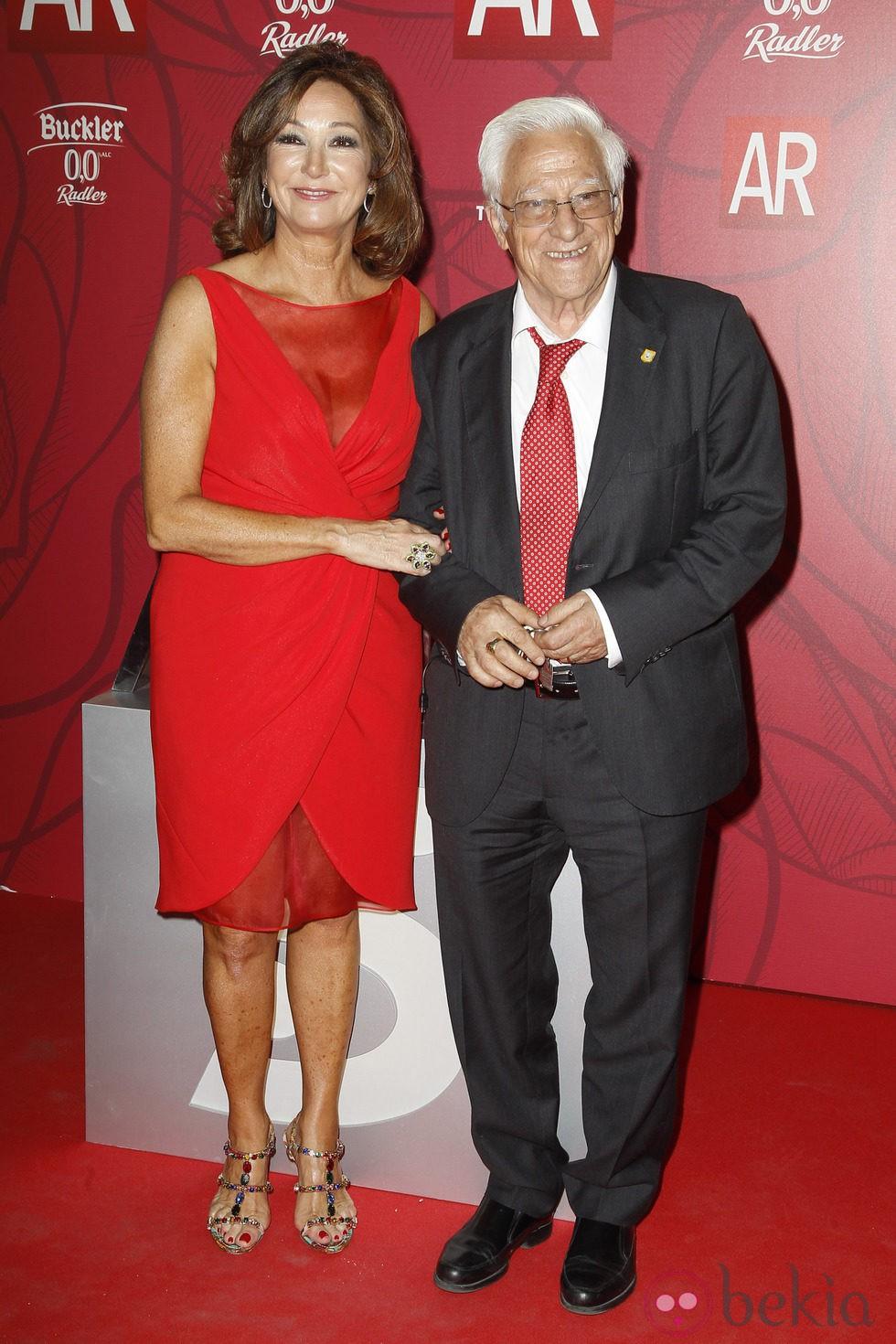 Ana Rosa Quintana y el Padre Ángel en el décimo aniversario de 'El Programa de Ana Rosa'