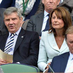 Michael y Carole Middleton en un partido de tenis en Wimbledon 2014