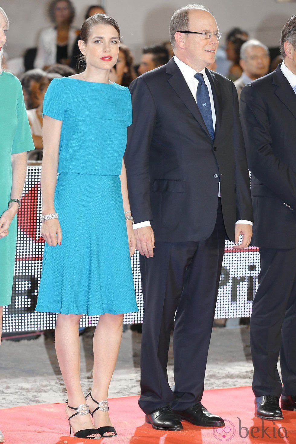 Carlota Casiraghi y Alberto de Mónaco en el Concurso de Saltos de Monte-Carlo