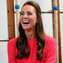 Kate Middleton riendo a mandíbula batiente en un acto oficial