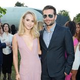 Bradley Cooper y Suki Waterhouse en la Serpentine Gallery Summer Party 2014