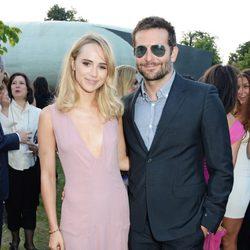 Bradley Cooper y Suki Waterhouse en la Serpentine Gallery Summer Party 2014