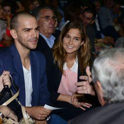 Marc Clotet y Natalia Sánchez, muy sonrientes en el concierto de Kevin Costner en Barcelona