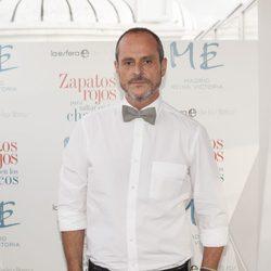 Nacho Montes en la presentación de su novela ' Zapatos rojos para saltar en los charcos'