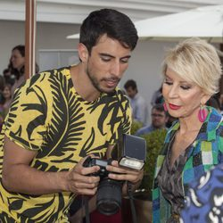 El DJ Pepino Marino y Karmele Marchante en la presentación de la primera novela de Nacho Montes