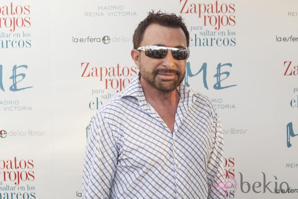 José Manuel Parada en la presentación de la primera novela de Nacho Montes