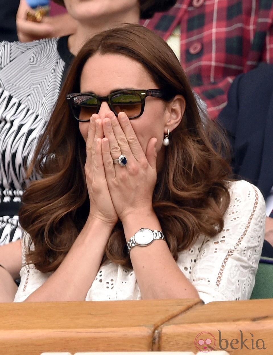 Kate Middleton se tapa la cara en el partido de Andy Murray en Wimbledon 2014
