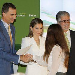 Los Reyes de España entregando las 'Becas y Ayudas de la Investigación' de la Fundación Iberdrola