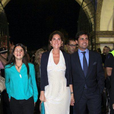 Fran Rivera, Lourdes Montes y Cayetana Rivera en el pregón de la Feria de Almonte