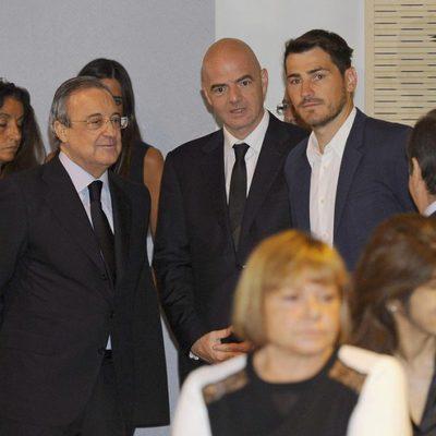 Iker Casillas y Florentino Pérez en la capilla ardiente de Alfredo Di Stéfano en el palco de honor del Santiago Bernabéu