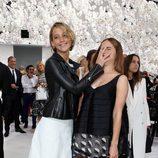 Jennifer Lawrence y Emma Watson en el desfile de Dior de la Semana de la Alta Costura de París otoño/invierno 2014