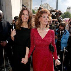 Sofia Loren y Roberta Armani en el desfile de Giorgio Armani de la Semana de la Alta Costura de París otoño/invierno 2014