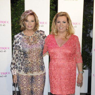 Carmen Borrego en su despedida de soltera con su madre María Teresa Campos
