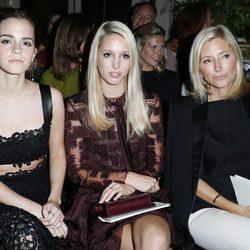 Emma Watson, Maria Olympia de Grecia y Marie Chantal de Grecia en el desfile de Valentino de la Semana de la Alta Costura de París otoño/invierno 2014