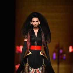 Conchita Wurst desfila para Jean Paul Gaultier en la Semana de la Alta Costura de París