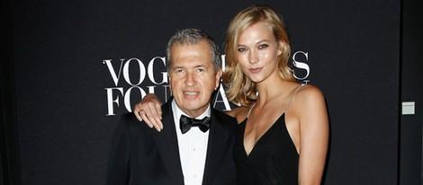 Mario Testino y Karlie Kloss en la fiesta Vogue de la Semana de la Alta Costura de París otoño 2014
