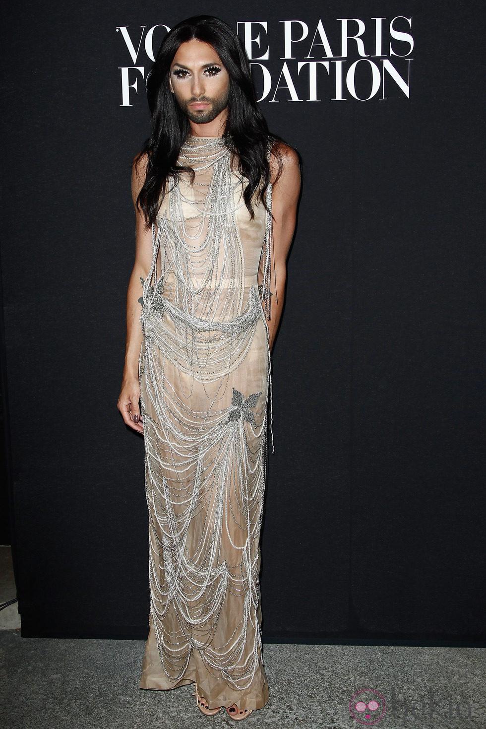 Conchita Wurst en la fiesta Vogue de la Semana de la Alta Costura de París otoño 2014