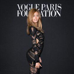 Zahia Dehar en la fiesta Vogue de la Semana de la Alta Costura de París otoño 2014