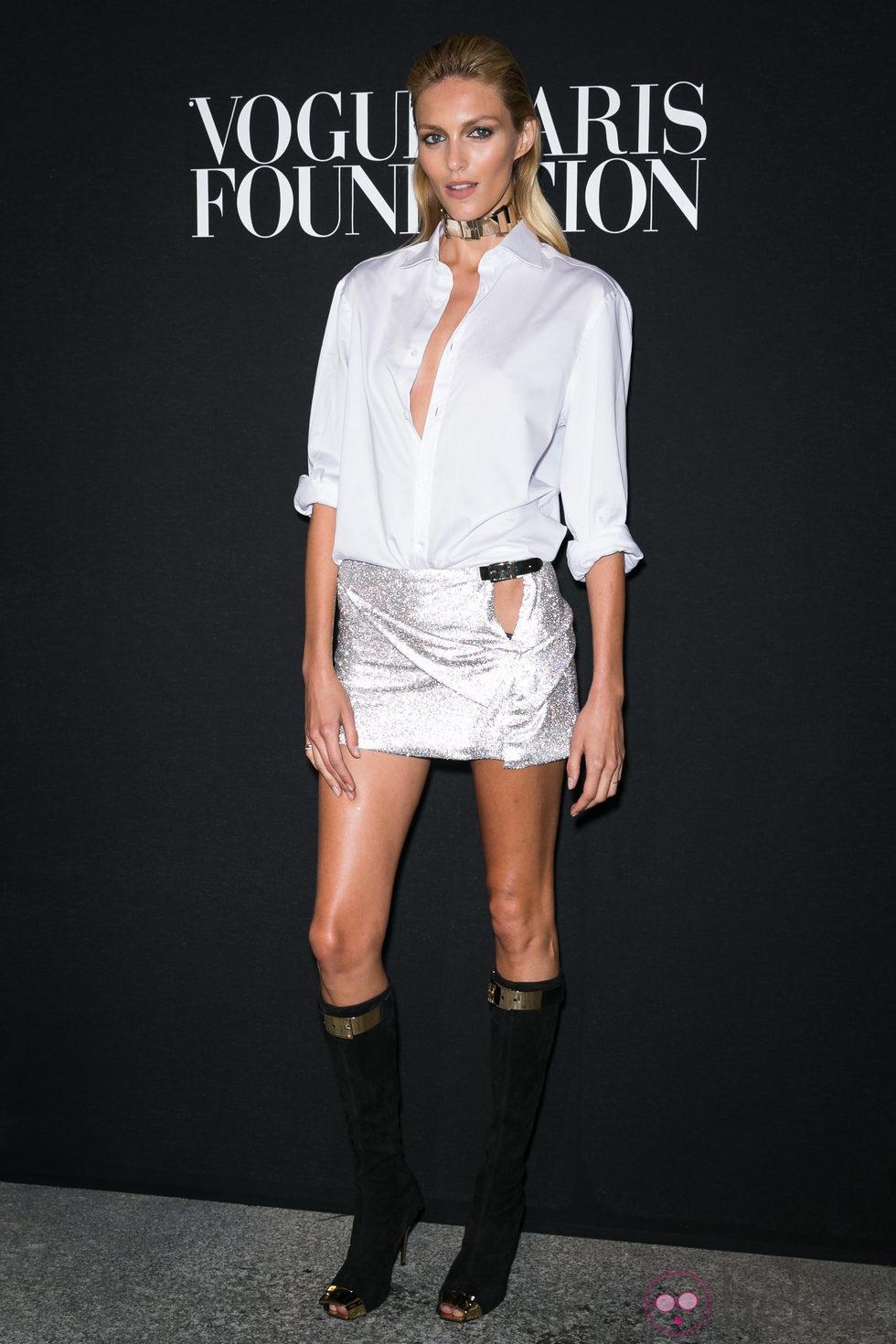 Anja Rubik en la fiesta Vogue de la Semana de la Alta Costura de París otoño 2014