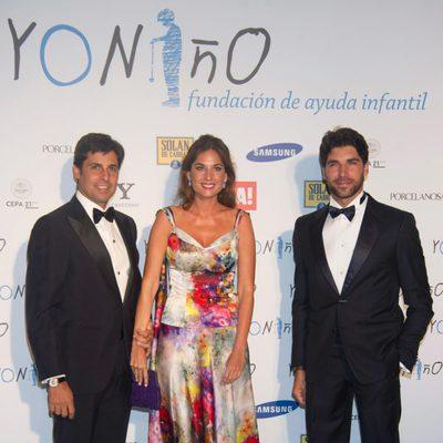 Fran Rivera, Lourdes Montes y Cayetano Rivera en un acto de la Fundación