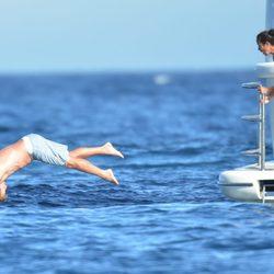 Simon Baker de vacaciones en Saint Tropez