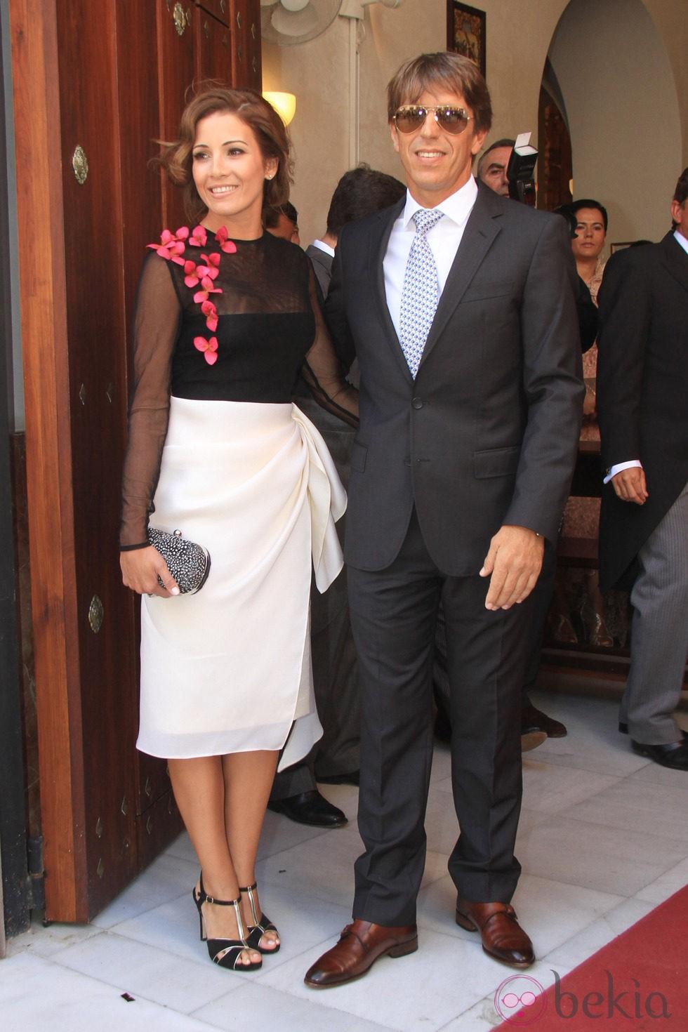 El Cordobés y Virginia Troconis en la boda religiosa de Fran Rivera y Lourdes Montes en Sevilla