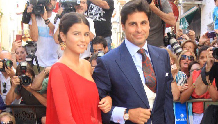 Fran Rivera con su hija Cayetana en su boda religiosa con Lourdes Montes en Sevilla