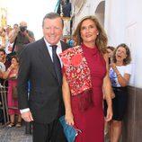 César Cadaval y su mujer en la boda religiosa de Fran Rivera y Lourdes Montes en Sevilla