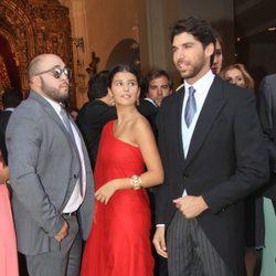 Kiko Rivera, Cayetana Rivera y Cayetano Rivera en la boda religiosa de Fran Rivera y Lourdes Montes en Sevilla
