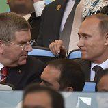 Thomas Bach y Vladimir Putin en la final del Mundial 2014
