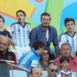 David Beckham con sus hijos Brooklyn, Romeo y Cruz en la final del Mundial de Brasil 2014