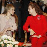 La Reina Letizia y la Princesa Lala Salma visitando un centro de investigación contra el cáncer de Rabat