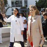 La Reina Letizia visitando el Rabat un centro de investigación contra el cáncer
