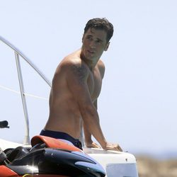 David Bustamante en un yate en Ibiza