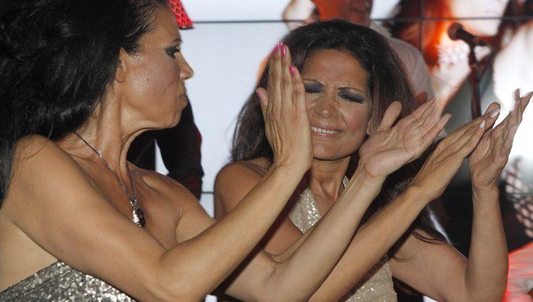 Encarna y Toñi Salazar en el acto de presentación de su último disco
