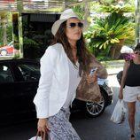 Eva Longoria llega al hotel donde se aloja en Marbella
