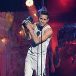 Prince Royce recoge su galardón en los Premios Juventud 2014