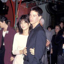 Sandra Bullock y Keanu Reeves en el estreno de 'Speed'