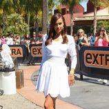 Irina Shayk promociona 'Hércules' en el programa Extra de Mario Lopez