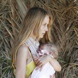 Vanesa Lorenzo con su hija Manuela en sus primeras vacaciones en Ibiza