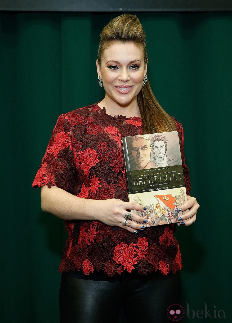 Alyssa Milano promociona su nuevo libro en Nueva York