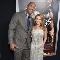 Kylie Minogue y Dwayne Johnson en el estreno de 'Hércules' en Los Angeles