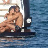 Rafa Nadal y Xisca Perelló muy enamorados en un barco