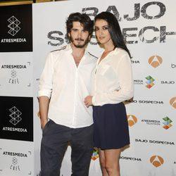 Yon González y Blanca Romero en la presentación del rodaje de 'Bajo sospecha'